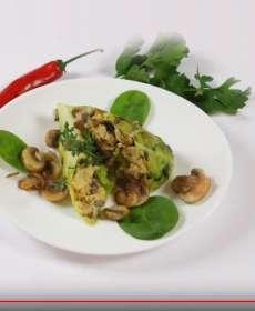 Plnený kelový list s omeletou a hubami